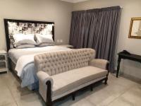 Queen/Twin Room (Room 2)