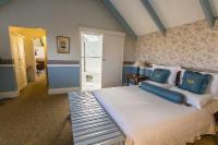 Upstairs Wedgewood (Queen Bed)