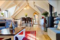 Hillside Loft -Mountain Room